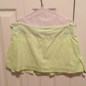 Lululemon green & purple dot skirt sz 8 58207